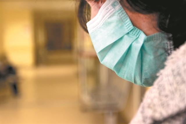 Αποκάλυψη των «ΝΕΩΝ»: Καπέλο 6.000% σε μάσκες που προμηθεύονται νοσοκομεία | tanea.gr