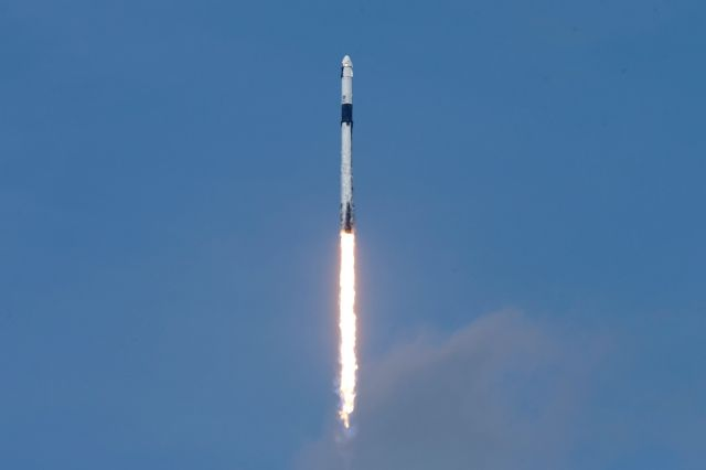 H SpaceX γράφει ιστορία : Πετυχημένη η εκτόξευση της επανδρωμένης αποστολής στο διάστημα | tanea.gr