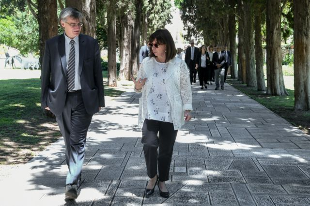 Τι γύρευαν 26 γιατροί και ο Τσιόδρας στο Προεδρικό Μέγαρο; | tanea.gr