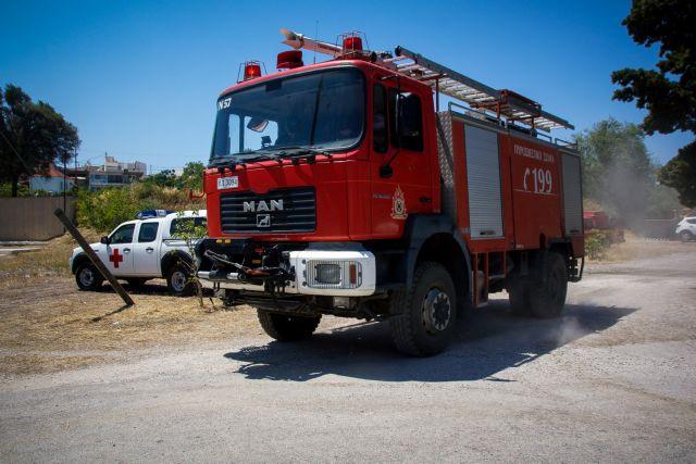 Μεγάλη φωτιά στον Ασπρόπυργο - Καίει χαμηλή βλάστηση   tanea.gr