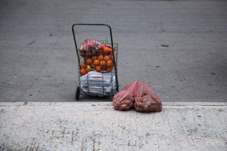 Στοιχεία - σοκ για τη φτώχεια στην Ελλάδα - Δεν έχουν ούτε τα βασικά 4 στις 10 οικογένειες | tanea.gr