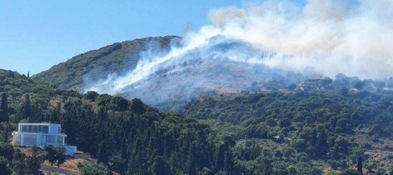 Πυρκαγιά στις Βολίμες – Στα σπίτια έφτασαν οι φλόγες [Εικόνες] | tanea.gr