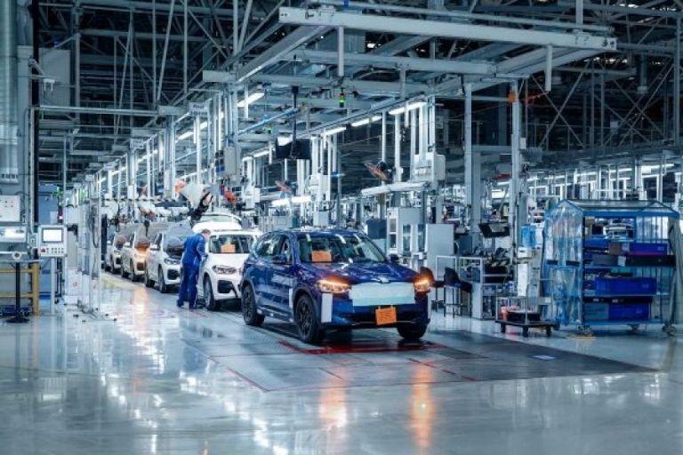 BMW iX3: Το πρώτο ηλεκτρικό SUV μπήκε στην παραγωγή | tanea.gr