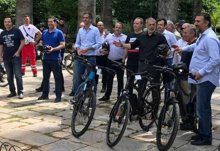 Ο Γιάννης Μώραλης και άλλοι δήμαρχοι έκαναν ποδήλατο στο κέντρο της Αθήνας | tanea.gr