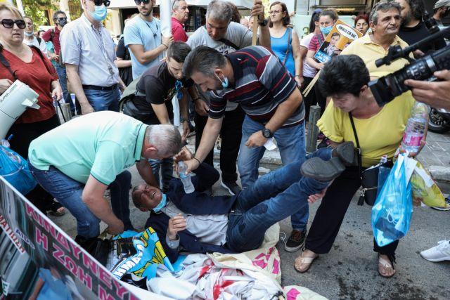 Ενταση στο υπουργείο Οικονομικών κατά τη διαμαρτυρία της ΠΟΕΔΗΝ – Τραυματίστηκε ο Γιαννακός | tanea.gr