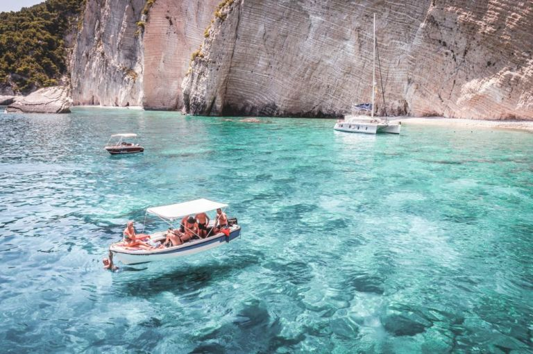 Οι Βρετανοί θέλουν να κάνουν διακοπές στην Ελλάδα χωρίς καραντίνα | tanea.gr