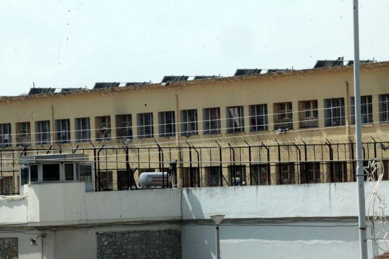 Τα κελιά – σουίτες και οι «σπηλιές» της εξαθλίωσης στις φυλακές Κορυδαλλού | tanea.gr