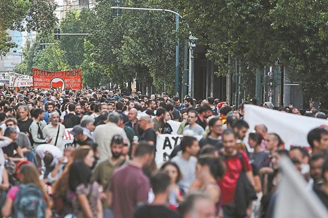 Οι πορείες δοκιμάζουν τη συναίνεση | tanea.gr