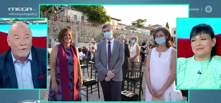 «Μίνι Καύσωνας»: Ο Τσιόδρας δεν βγάζει ούτε λεπτό τη μάσκα ακόμα και σε… συναυλία | tanea.gr