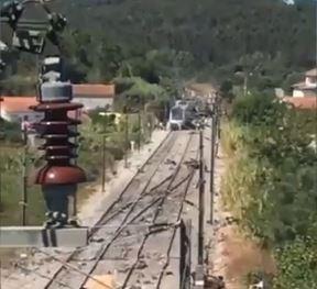 Ενας νεκρός και δεκάδες τραυματίες από σύγκρουση τρένου με μηχάνημα συντήρησης | tanea.gr