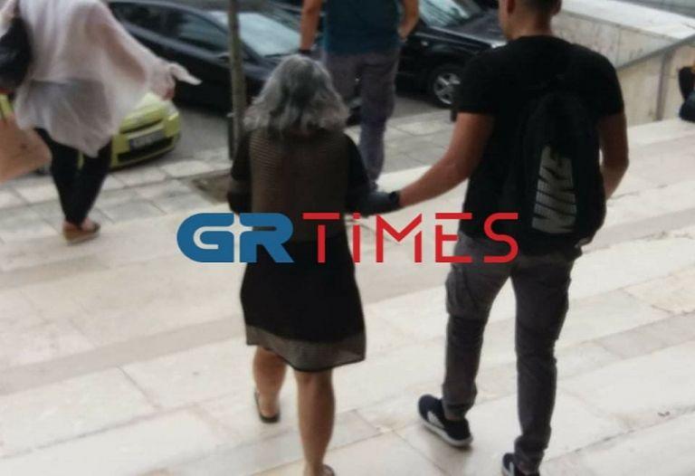 Προφυλακιστέα η 54χρονη που σκότωσε τον πρώην πεθερό της με τηγάνι   tanea.gr