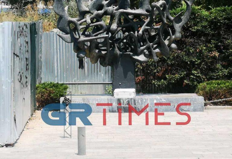 Συναγερμός στη Θεσσαλονίκη για ύποπτη βαλίτσα στο μνημείο του Ολοκαυτώματος | tanea.gr