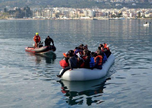 Ο ΣΥΡΙΖΑ κατηγορεί την κυβέρνηση για παράνομες επαναπροωθήσεις   tanea.gr