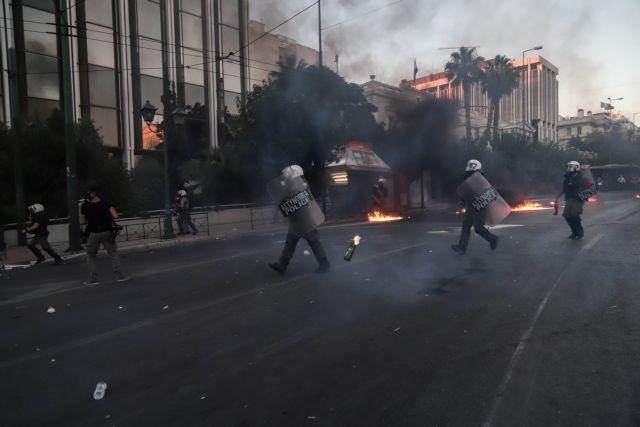 Κόντρα ΣΥΡΙΖΑ – κυβέρνησης για τον αστυνομικό που φέρεται να εμπόδισε σύλληψη διαδηλωτή | tanea.gr