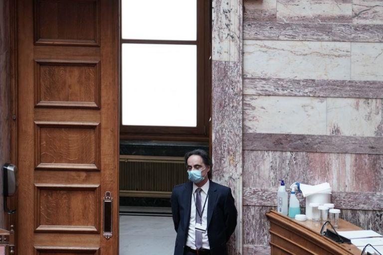 Υποχρεωτική η χρήση μάσκας και στη Βουλή   tanea.gr