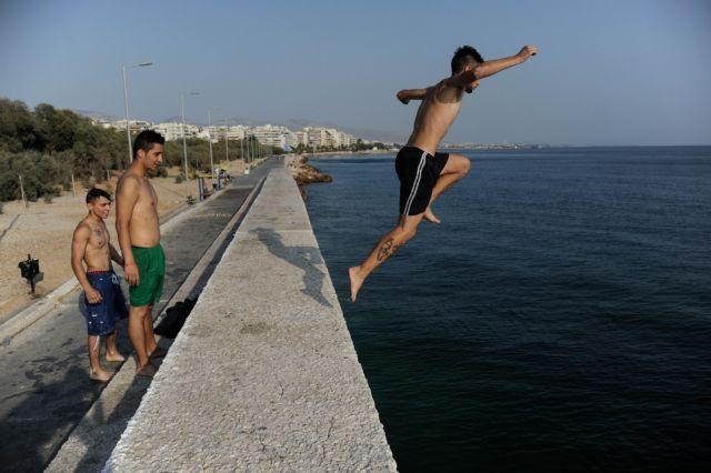 Ανάσες δροσιάς σε κοντινές παραλίες αναζητούν όσοι μένουν πίσω | tanea.gr