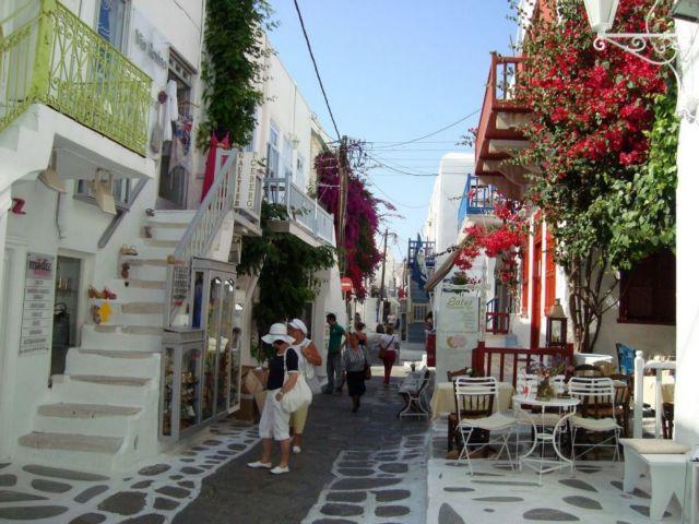 Αναστέλλονται οι οικοδομικές άδειες σε Μύκονο και Σαντορίνη | tanea.gr