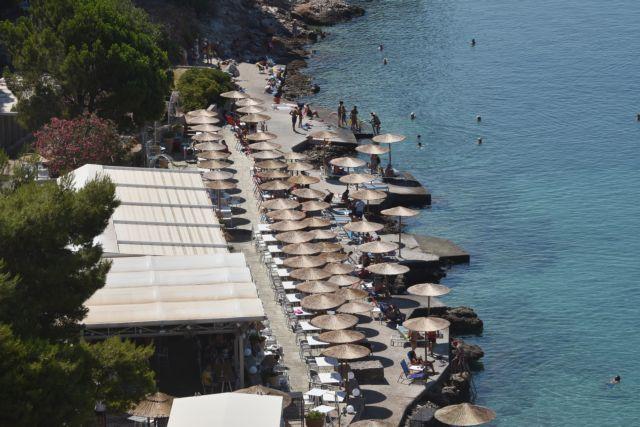 Οργανωμένες πλαζ: «Χρυσάφι» οι βουτιές στη θάλασσα   tanea.gr