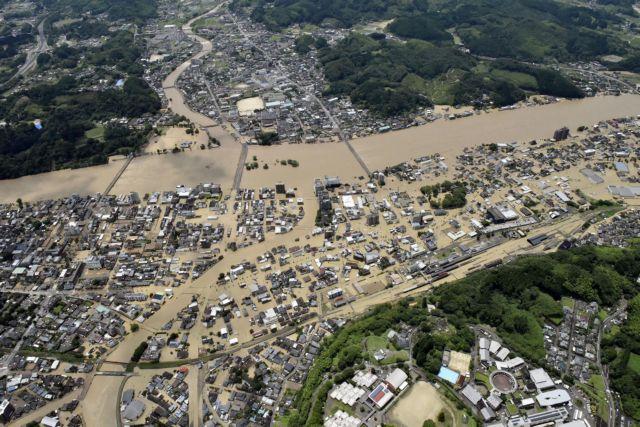 Φονικές πλημμύρες σαρώνουν την Ιαπωνία | tanea.gr