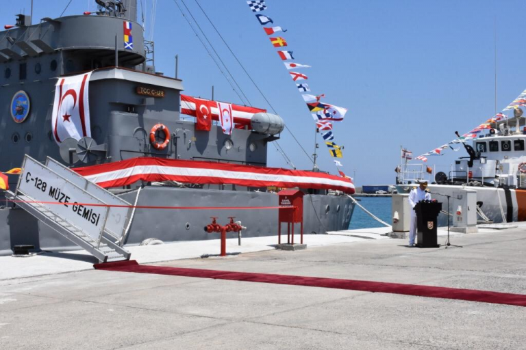 Οι Τούρκοι μετέτρεψαν σε μουσείο το πλοίο απόβασης και το εγκατέστησαν στην κατεχόμενη Κερύνεια | tanea.gr