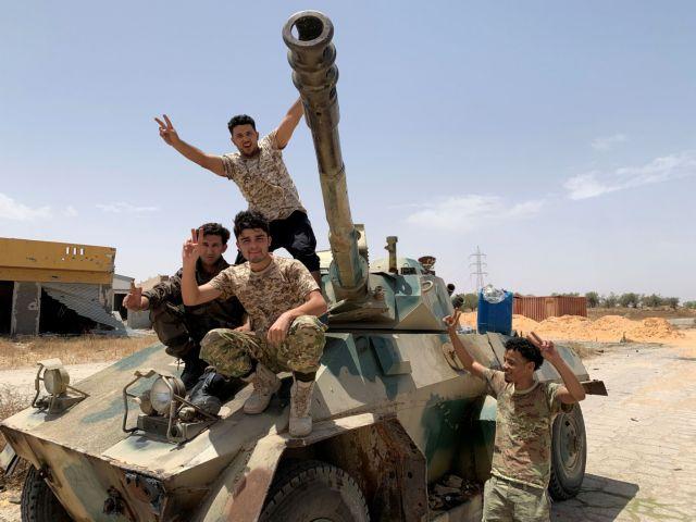Ανάφλεξη στη Λιβύη: Βίντεο από την επίθεση στην βάση Αλ Ουατίγια | tanea.gr