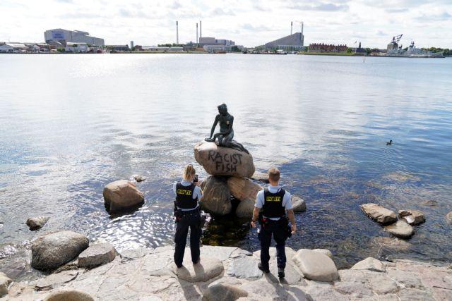 Βανδάλισαν την «Μικρή Γοργόνα» της Κοπεγχάγης με... «αντιρατσιστικό» μήνυμα | tanea.gr