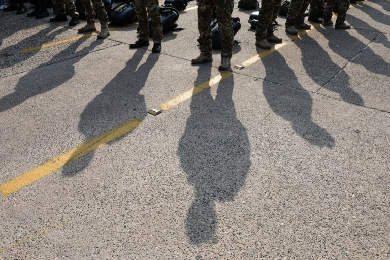 Σε ποιες περιπτώσεις είναι υποχρεωτική η χρήση μάσκας στις Ένοπλες Δυνάμεις | tanea.gr