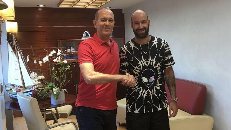 Oλυμπιακός: Ανανέωσε για άλλον έναν χρόνο ο Σπανούλης   tanea.gr