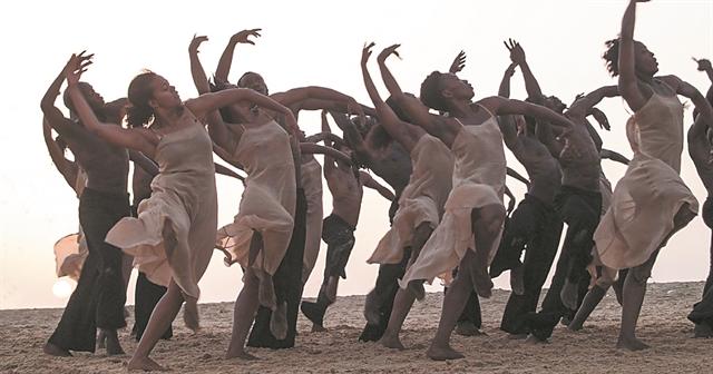 Ο Στραβίνσκι της Μπάους σε παραλία της Σενεγάλης | tanea.gr