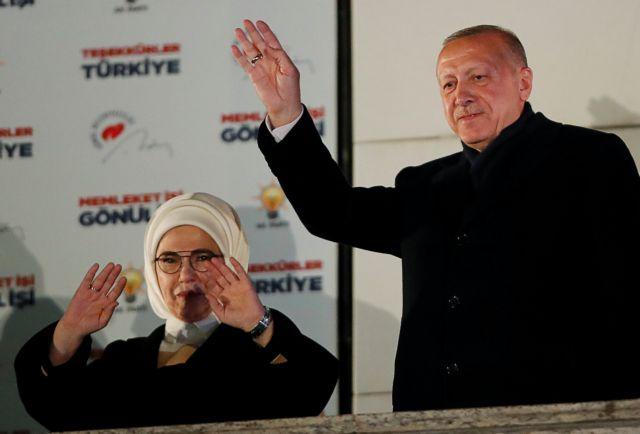 Ενθουσιασμένη η Εμινέ Ερντογάν για τη μετατροπή της Αγίας Σοφίας σε τζαμί | tanea.gr