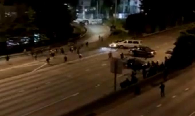 Αυτοκίνητο έπεσε πάνω σε διαδηλωτές στο Σιάτλ   tanea.gr