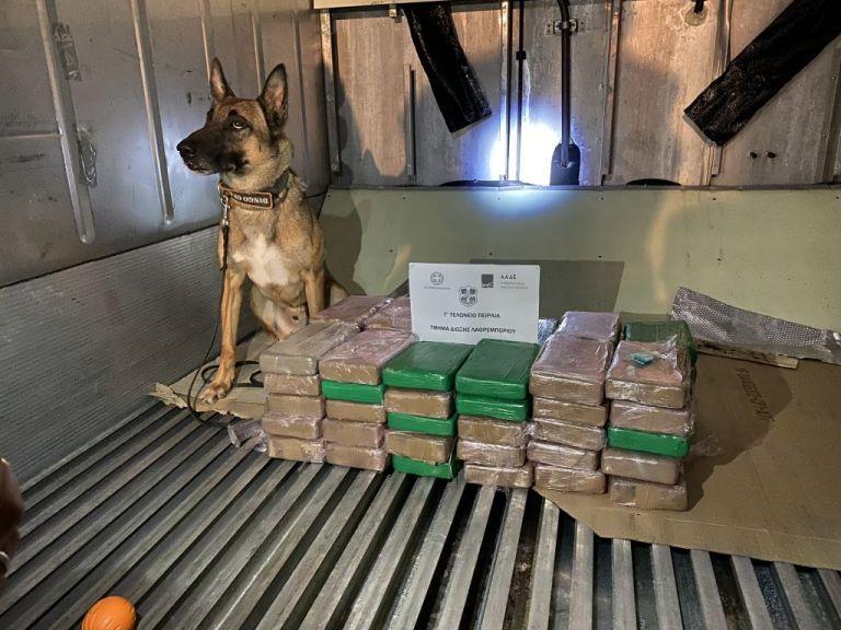 ΑΑΔΕ - Τμήμα Δίωξης Λαθρεμπορίου: Μεγάλο φορτίο κοκαΐνης έκρυβαν κοντέινερ με μπανάνες | tanea.gr