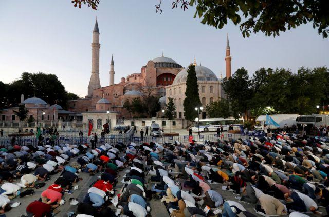 Τούρκικος τύπος: «Έσπασαν οι αλυσίδες 86 ετών για την Αγία Σοφία» | tanea.gr