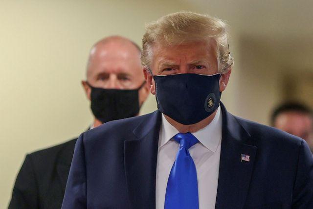 Ο Τραμπ φόρεσε μάσκα δημοσίως για πρώτη φορά | tanea.gr