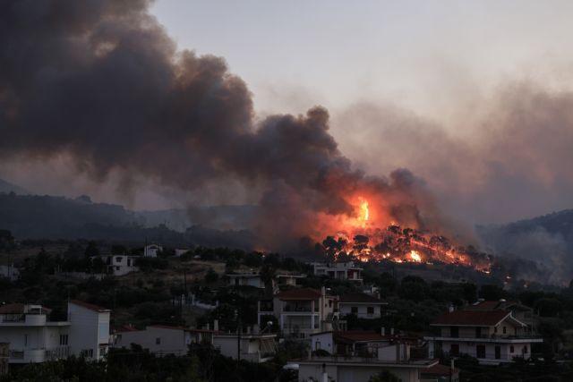Δύσκολη νύχτα στην Κορινθία: Κάηκαν 10 σπίτια, διάσπαρτα μέτωπα στις Κεχριές | tanea.gr