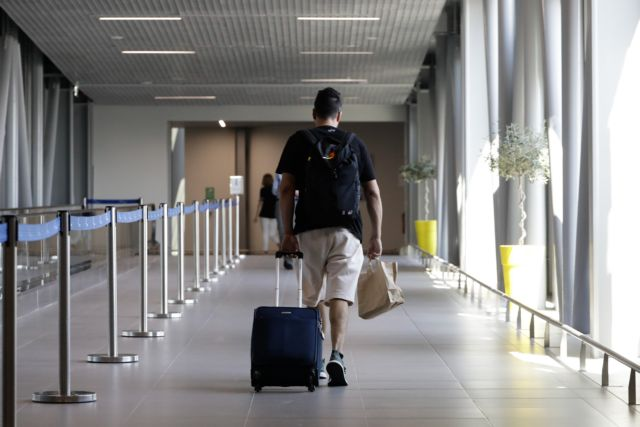 Κοροναϊός : Καμπανάκι στις αρχές για τα εισαγόμενα κρούσματα | tanea.gr