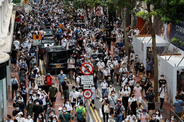 «Εξαφανίστηκαν» από τις δημόσιες βιβλιοθήκες του Χονγκ Κονγκ έργα ακτιβιστών υπέρ της δημοκρατίας   tanea.gr