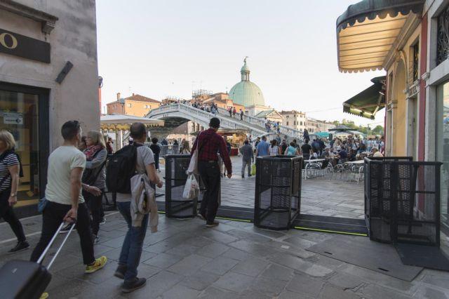 Ιταλία: Ελεγχοι σε επιβάτες πούλμαν από χώρες με υψηλό αριθμό κρουσμάτων   tanea.gr