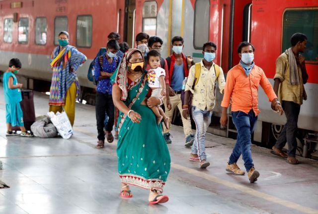 Ινδία: Γαμπρός κόλλησε τον ιό σε 100 καλεσμένους του στο γάμο | tanea.gr