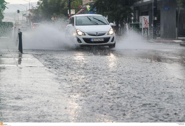 Καιρός: Ισχυρή καταιγίδα στη Θεσσαλονίκη | tanea.gr