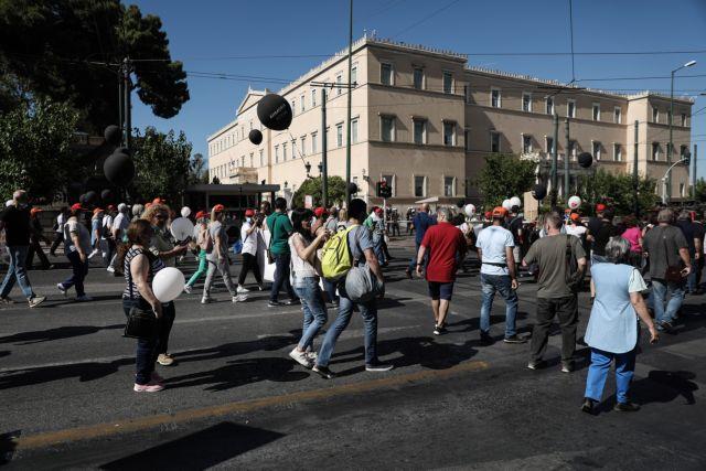 Συνεχίζεται η πολιτική κόντρα για τον νόμο που θέτει κανόνες στις διαδηλώσεις   tanea.gr