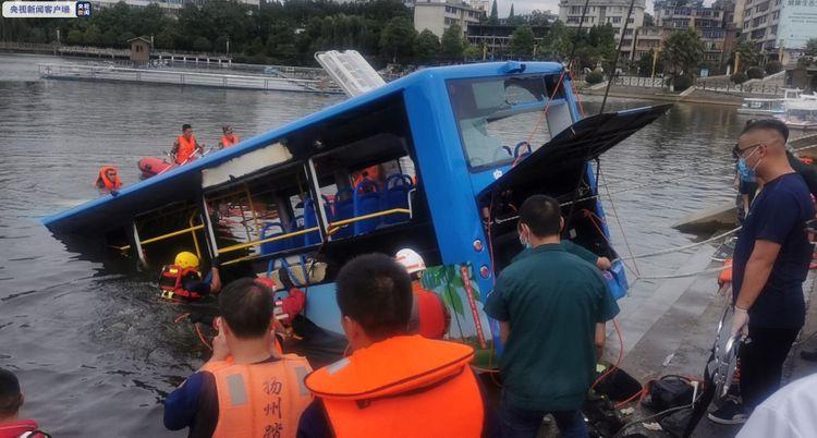 Κίνα: Τουλάχιστον 21 νεκροί μαθητές εξαιτίας πτώσης λεωφορείου σε τεχνητή λίμνη | tanea.gr