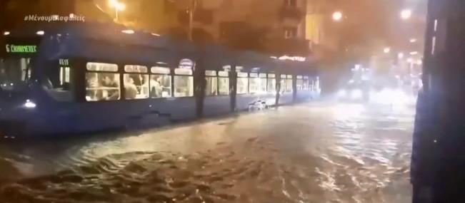 Πλημμύρες στην Κροατία, τυφώνας στο Τέξας | tanea.gr
