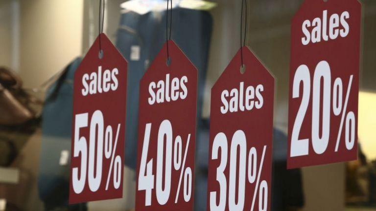 Αρχίζουν τη Δευτέρα οι εκπτώσεις - Πτώση τζίρου πάνω από 50% για έναν στους τέσσερις εμπόρους καταγράφει έρευνα | tanea.gr