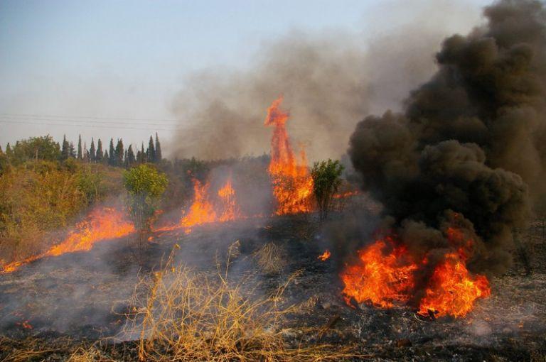 Μεγάλη φωτιά στο Ελληνοχώρι Κορινθίας | tanea.gr