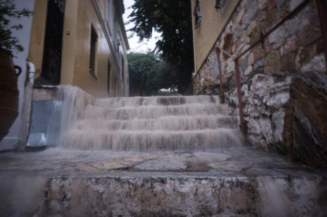 Βροχές και καταιγίδες μετά τον μίνι καύσωνα – Ποιες περιοχές θα επηρεαστούν   tanea.gr