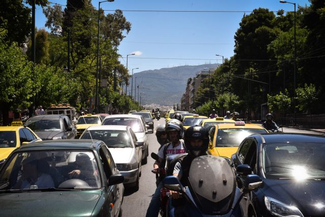 Χαμηλές ταχύτητες στην Αθηνών – Κορίνθου λόγω καραμπόλας | tanea.gr