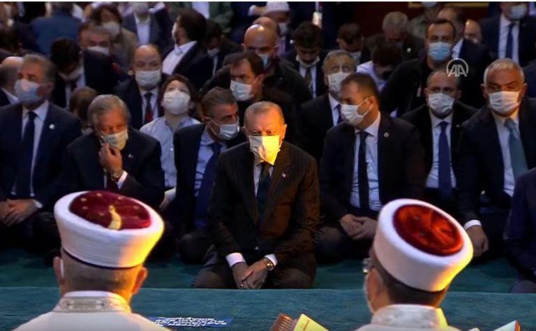 Αγία Σοφία: Ο Ερντογάν και πλήθος κόσμου στην πρώτη μουσουλμανική προσευχή | tanea.gr