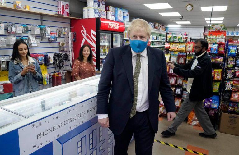 Ο Μπόρις Τζόνσον φόρεσε για πρώτη φορά μάσκα για τον κοροναϊό | tanea.gr