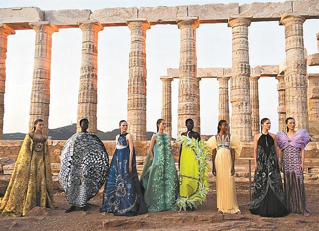 Η Mary για τα Ancient Greek Sandals | tanea.gr